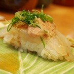 かなえ寿司 - シャリが歪なのは「つかみ寿司」だから