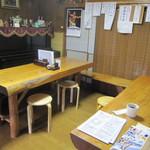 そば善 - 本日は、板張りのテーブル席にて・・。