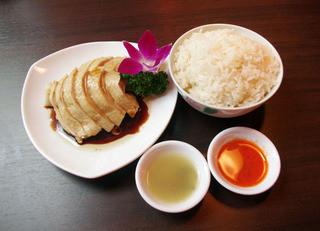 シンガポール料理 梁亜楼 - シンガポールで料理長が15歳から作りつづけた 名物料理 海南鶏飯