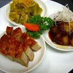 シンガポール料理 梁亜楼 - 当店で焼き上げてる釜焼きローストの盛り合わせ