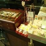 ロコズキッチン - レジ横にて、手作りのグッズを色々と販売しています