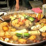 丸和前ラーメン - 小倉の名物屋台にやってきました。                             思わず歓声を上げた大きなおでん鍋!