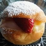 くりー夢 - 料理写真:練乳イチゴパフ
