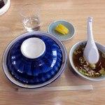 山田屋 - 青い丼 蓋を開けると・・・