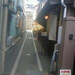 じゃらん - 黄色い和傘が営業中のサインです