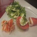 Berry's café.em - 前菜♪サラダ、サーモンのカルパッチョ、水牛モッツァレラのカプレーゼ、マンゴーの生ハム巻