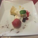 Berry's café.em - デザート盛り合わせ♪大きなお皿にキレイに盛りつけ♪