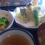 かわせみ - 天ぷらも小鉢も美味しかった