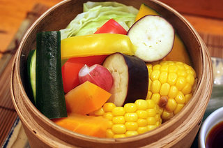 酒肴遊善 じねん - 季節野菜の炊き合わせです。やわらかい味と口当たりが絶品です。
