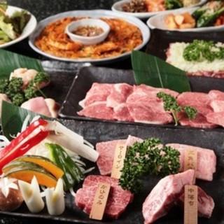 自家製キムチ・ナムル・サラダも大人気!!