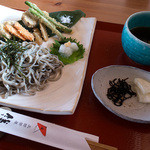 田園茶屋 いとわ - 「彩り野菜揚げと五穀麺」(780円)。不思議な食感の麺でした。めんつゆが美味しかった~。