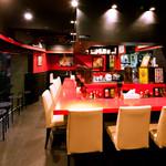 こだわりの麺屋 六本木らーめん - カウンター11席、テーブル1(4席)