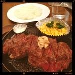 ステーキ くに - ランチステーキセット300g¥1000、柔らかく食べやすいライスおかわり自由、美味しいです。