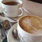 17461297 - 奧・紅茶(ダージリン)&手前・カフェラテ(2月の大感謝祭)