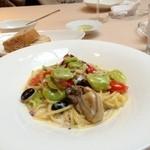 17461345 - 倉橋島産カキとネギ 白菜のクリームソース メッツェリングイネ