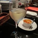イタリア料理 イル・ヴィネイト - お通し代わり:スパークリングワイン