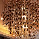 オリーブダイニング  - スプーンを大量に吊り下げたデザインの照明。 '13 1月上旬