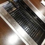 焼肉の一休 - お店のテーブル