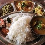 17469435 - 南インドの定食「ミールス」です これはノンベジ