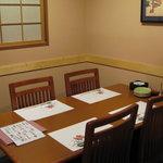 おでん料理 地酒 大阪・北新地 六根 - 落ち着く4名様用テーブル個室
