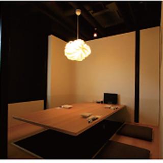 ゆったりと語らいができる大小の個室を完備