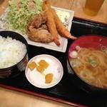 古都うどん店 - 料理写真:エビフライと唐揚げ定食 730円  うどんはミニうどんに変更してます。揚げたてで揚げ物うまし!