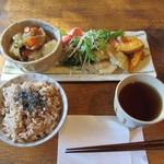ウナ・カメラ・リーベラ - 玄米ベジ定食