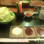 京風串揚げ 宗 - 最初にキャベツやスティック野菜、トッピングが準備されます