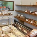 イル・デ・パン - 奥はサンドイッチなどを作る専門ブース