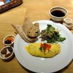 17479138 - ブレックファーストセット(1,280円)のハム&グリエールチーズオムレツ、サラダ、パン、コーヒー