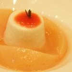 コーダリー - 桃のコンポートとハチミツのブランマンジェ ローズマリーの香り