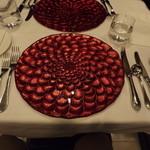 17482773 - 赤い立体感のあるプレート
