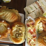 ALDE - 左上:餃子パン
