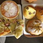 ALDE - ピザはトマトベースのミックスと、ホワイトなきのこの2種でした