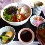 新南愛知カントリークラブ - 2013.02 しらす&ヅケマグロの丼 1350円くらい、ちと高いね:汗