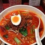 香港食市場 - 2013年2月24日坦々麺と特大餃子3個 今日はちゃんとひき肉だった