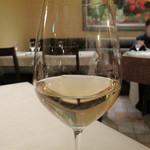 17487764 - グラスワインの白。確か500円です。