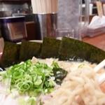 麺家くさび 郡山本店 - 良く縮れた麺です