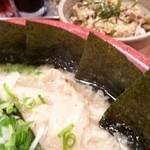 麺家くさび 郡山本店 - 海苔も多くてしっかりした海苔を使用している