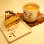 ビスキュイ - 2013.2 ブリーベリーチーズタルト(380円)、ブレンドコーヒー(300円)