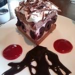 17494479 - ダークチェリーのケーキ。