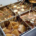 Suginoya - おでんの鍋:右奥は味噌ダレ;大根のコンパート(左手前)は,他とは明らかに液面が違う @2013/02/23