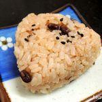 麺八 - 赤飯のおにぎり