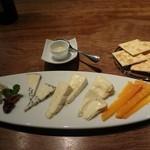 17497084 - チーズ盛り合わせ 1800円