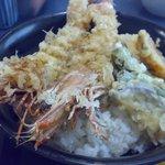 魚料理 一心 - ジャンボ海老天丼。1.450円。