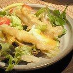 旬鮮吟味 唐八 - ゴボウと温泉たまごのサラダ