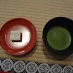 金閣寺不動釜茶所 - お抹茶と金閣寺限定菓子