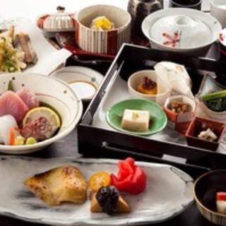厳選した鮮魚、有機野菜を四季を感じるお料理でお楽しみください