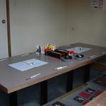 成田家 - 内観写真:10人ぐらいの個室です、少人数の場合は衝立で仕切る