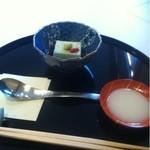 正月屋吉兆 - 胡麻豆腐と甘酒